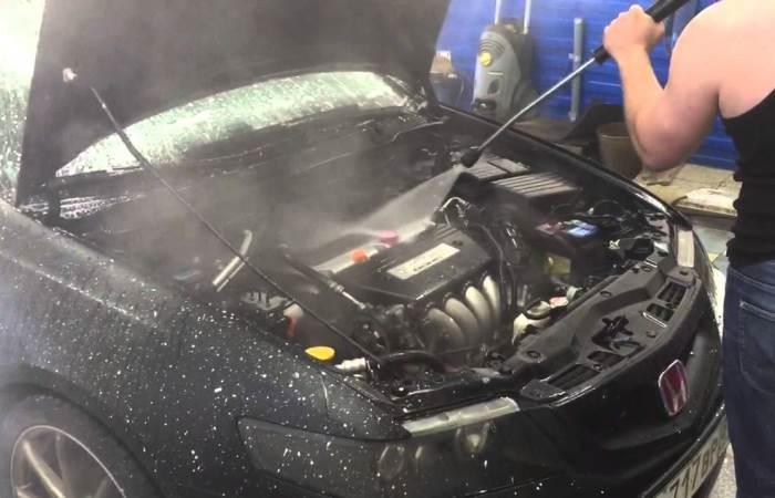 Стоит ли мыть двигатель.
