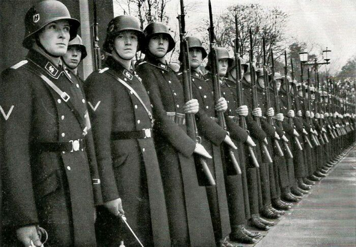 Войска СС клялись в лично верности фюреру. /Фото: militaryexp.com.