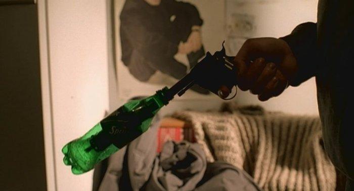 В Брате был все-таки обычный глушитель в бутылке. /Фото: m.fishki.net.