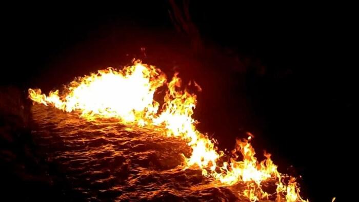 В первую очередь загораются пары. /Фото: YouTube.