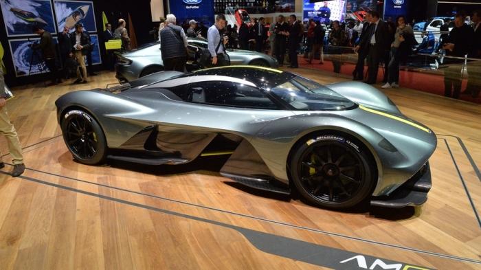 Aston Martin Valkyrie выглядит немного странно.