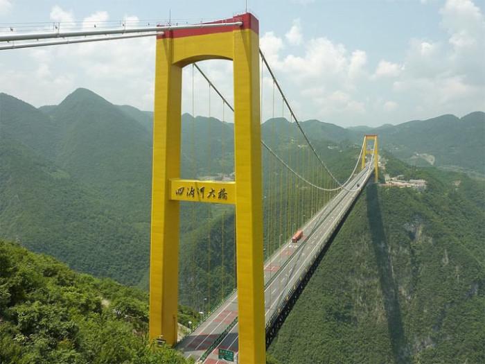 Огромный и очень важный для экономики мост через Сыдухэ.