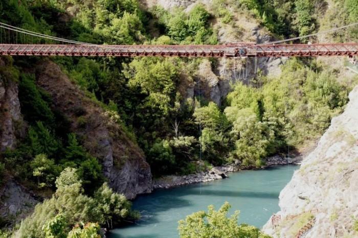 Мост над Каварау - конструкция вроде бы надежная.
