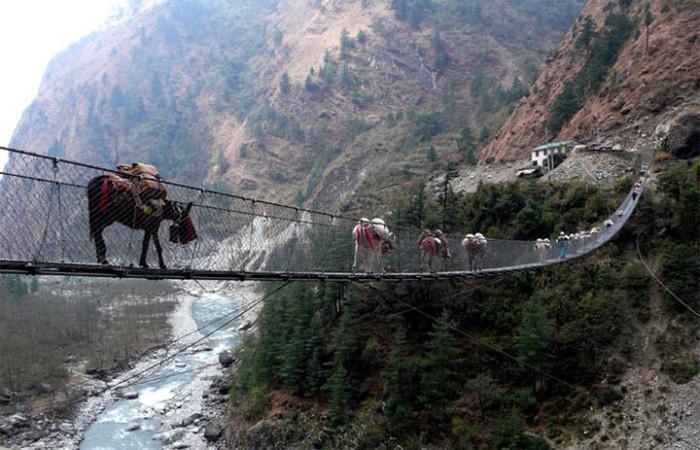 В Непале можно найти много страшных мостов, мост Гхаса не исключение.