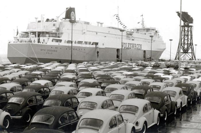 Настоящая легенда рынка Volkswagen Beetle.