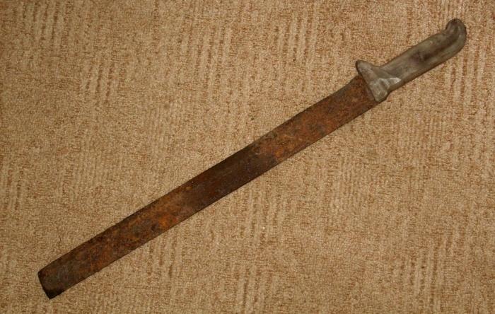 Берем наш инструмент и моем его в воде. /Фото: rusknife.com.