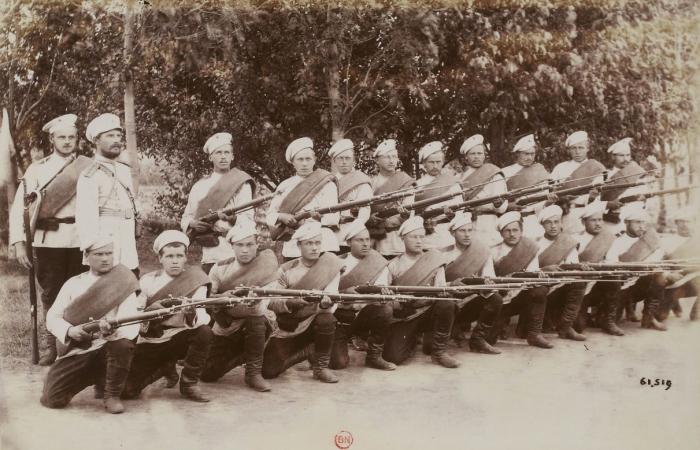 Спиртное выдавали в армии еще в царские времена. /Фото: 24ri.ru.