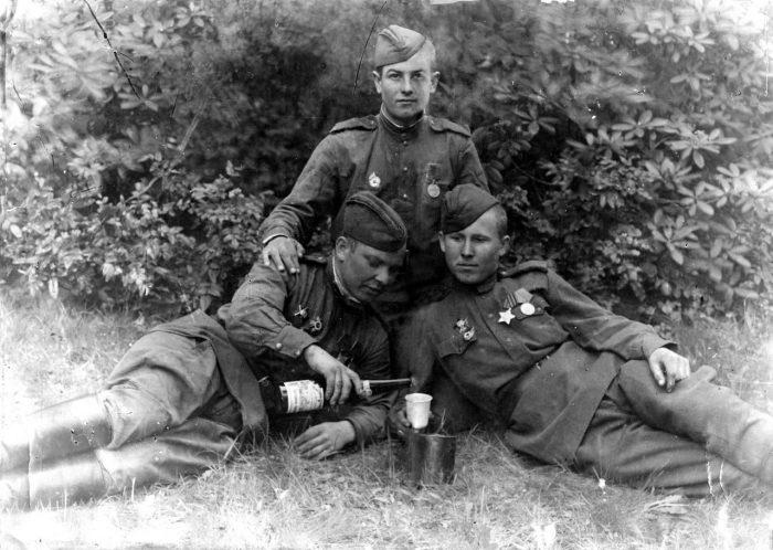 Большинству солдат разрешалось получать спиртное только на праздники. /Фото: novorossy.ru.