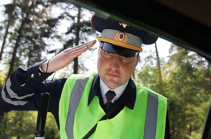 Представляться инспектор обязан. /Фото: drivenn.ru.