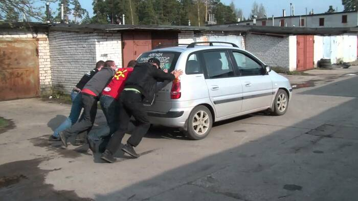 На АКПП так машину не заведешь. /Фото: autozam.ru.