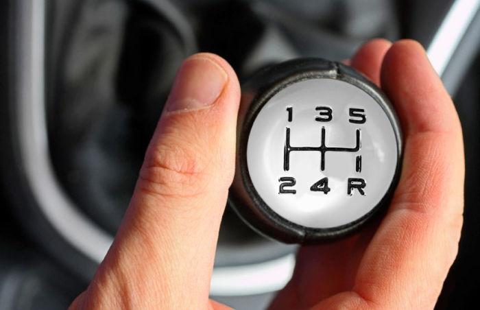 Не нужно переходить на нейтральную передачу при каждой остановке авто. /Фото: neauto.ru.