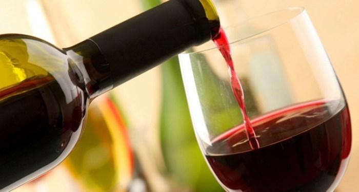 Не стоит пить просто вино.