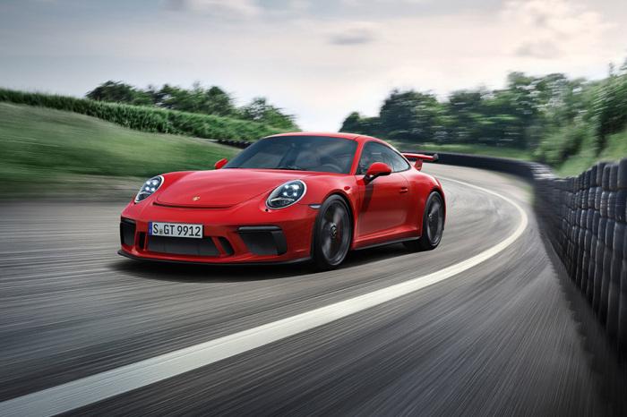 2018 Porsche 911 GT3 на трассе.