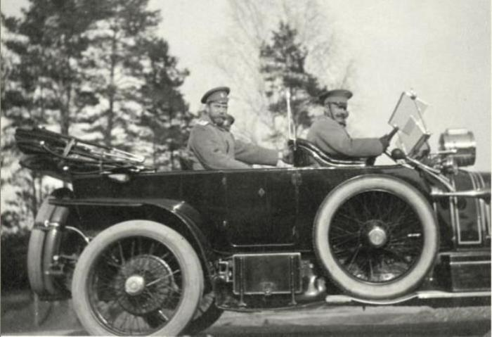 Император решил закупать автомобили.