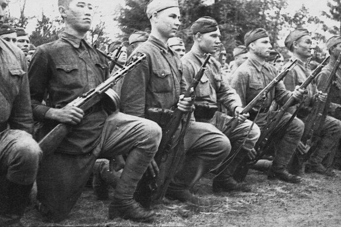 Даже советские солдаты носили обмотки. /Фото: russian7.ru.