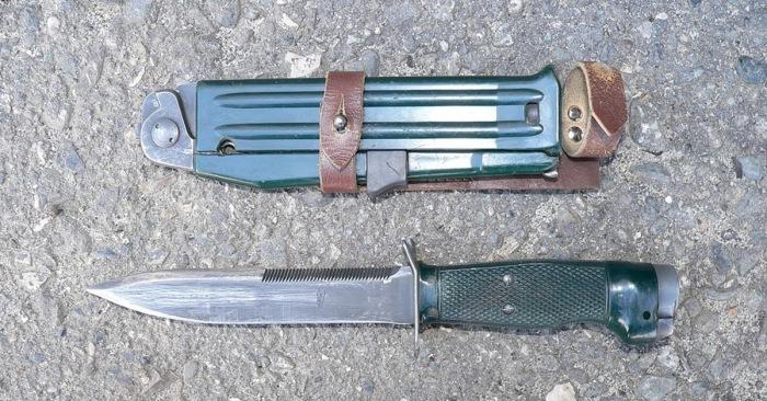 Нож, пистолет, саперный инструмент. /Фото: pikabu.ru.