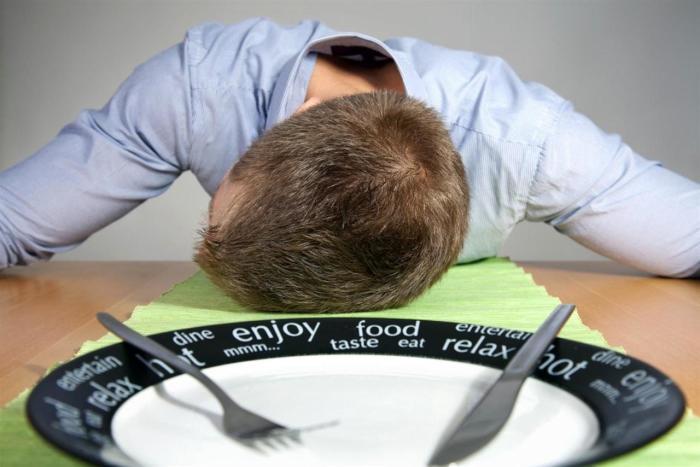 Лучше дать организму поспать. /Фото: pikaby.ru