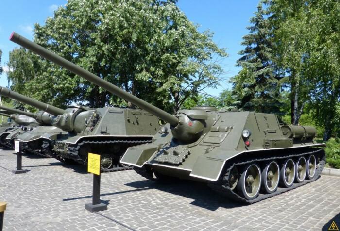 Распространение кумулятивных снарядов и РПГ сделало такие САУ ненужными. /Фото: livejournal.com.