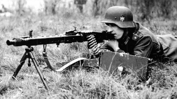 Современный пулемет Германии - слегка тюнингованный 42-ой. /Фото: pokazuha.org.
