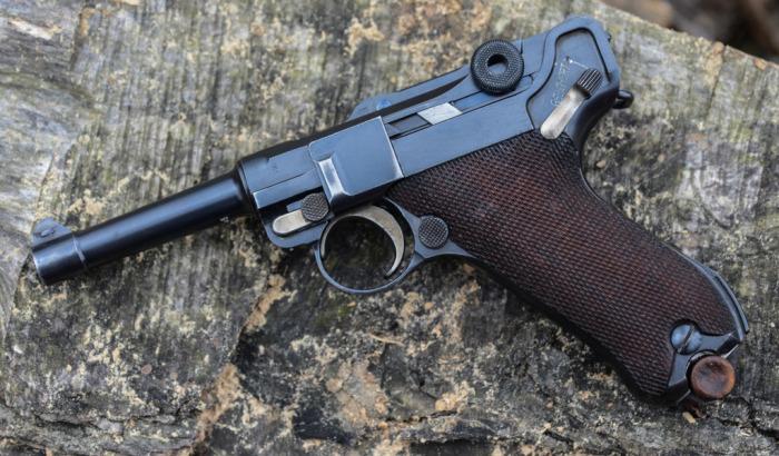 В первую очередь были пистолеты Люгер. |Фото: goodfon.ru.