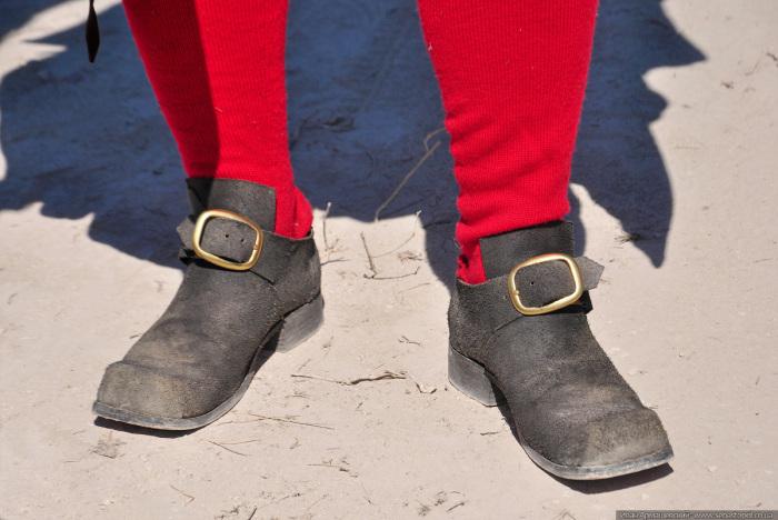Штиблет - это суконный или кожаный гетр, одевающий на обувь или под нее. /Фото: sebastopol.co.ua.