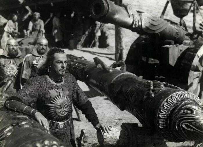 Пушки начали лить еще при деде Ивана IV. /Фото: Иван Грозный, 1944 год.