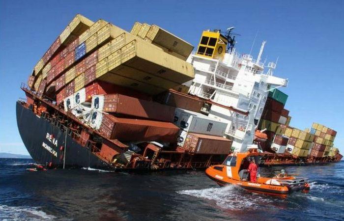 Почему контейнеры не падают с транспортных кораблей