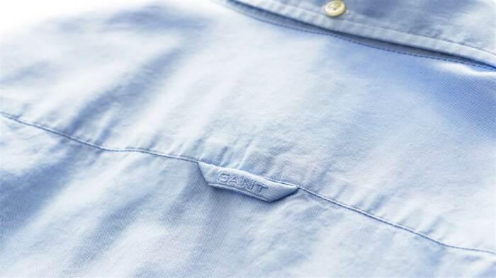 Зачем на спине некоторых рубашек есть петля и пуговица на воротнике