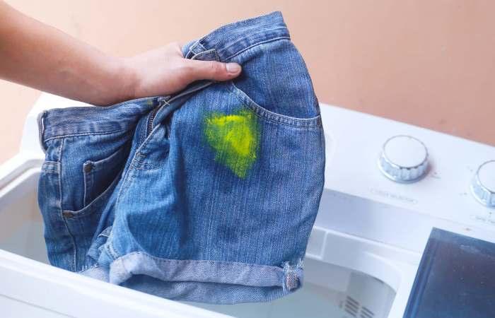 Советы о том, как удалить пятна краски с одежды.