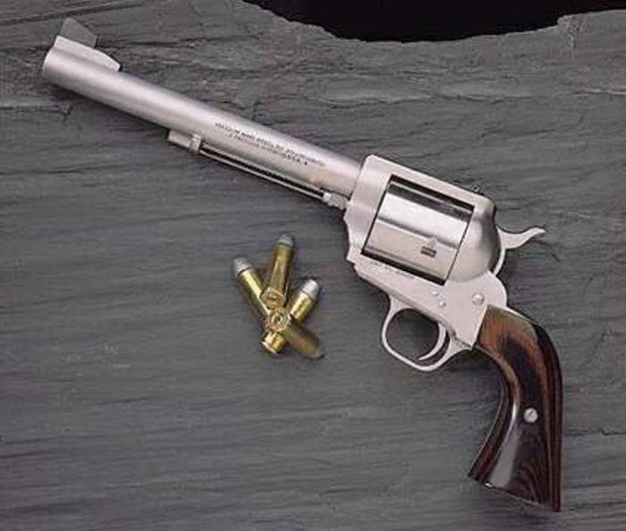Револьвер с большой буквы.