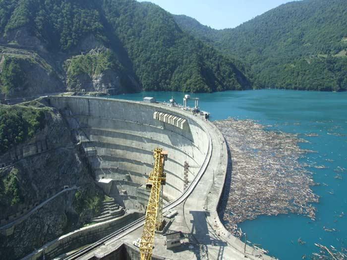 ГЭС Ингури не может не впечатлять.
