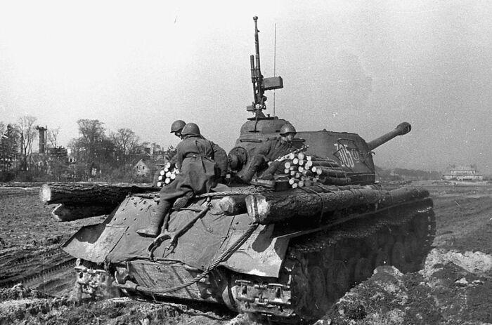 На танках внешние пулеметы тогда только начали появляться. /Фото: ya.ru.