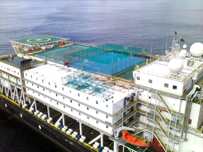 Сегодня плавучие комплексы используют только для самых опасных заключенных. /Фото: interships.com.
