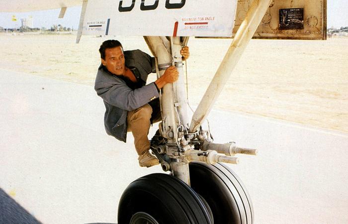 Почему попытка путешествия в отсеке шасси самолета – глупая идея