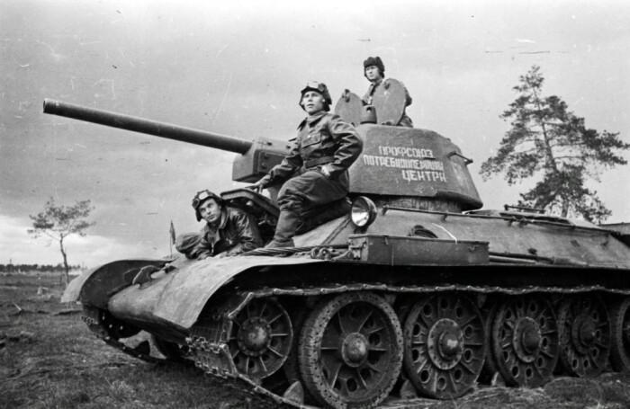 У Т-34 было 4 человека в экипаже. /Фото: ok.ru.