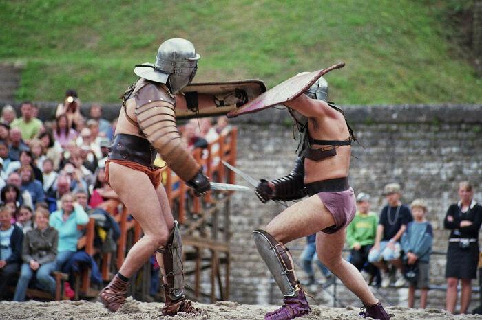 Знали про защиту рук и ног и римляне всю свою историю. /Фото: wikibooks.org.
