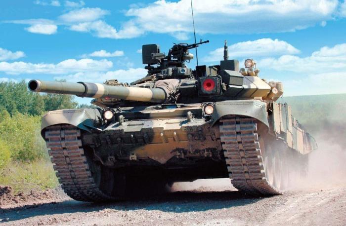Танк Т-90 в том числе таком двигателе. /Фото: tanksdb.ru.