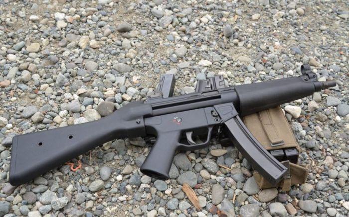 Грозное оружие - в своей рабочей области. /Фото: rock-cafe.info.