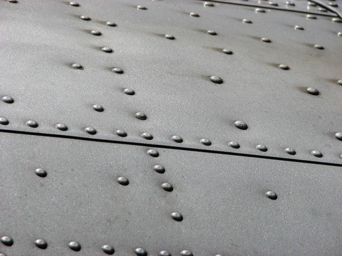 Почему именно заклепки? /Фото: pixels.com.