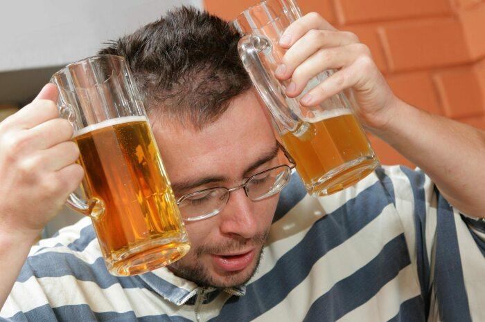От алкоголя станет только хуже. /Фото: pissup.com.