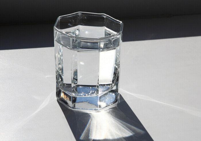Удаляем обычной водой. /Фото: yandex.uz.