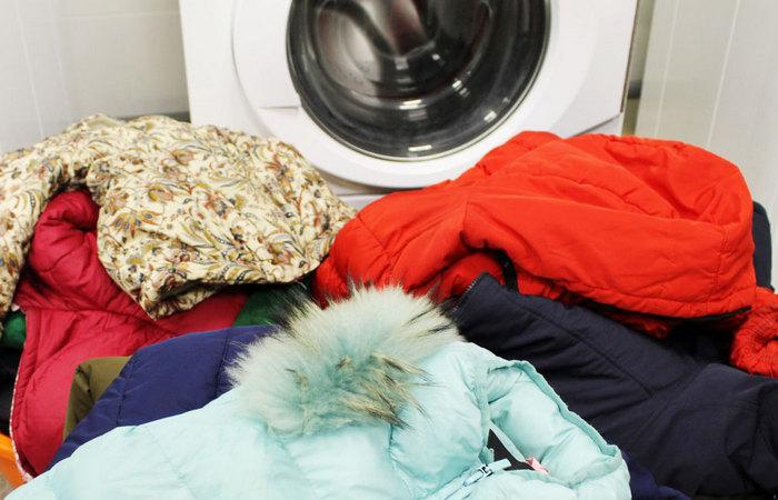 Не каждый пуховик можно стирать в машине. /Фото: mir-da.ru.