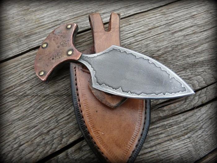 Нож использовался как для охоты, так и для боя.
