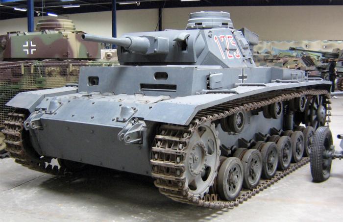 Почему в конце войны немецкие танки шли на фронт покрашенными в красный цвет