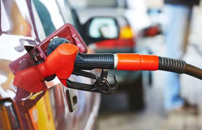 Почему утекает бензин?