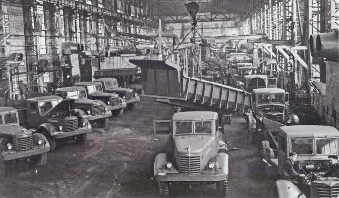 Большие грузовики для армии и хозяйства. /Фото: Instagram.