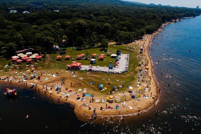Летом во Владивостоке вполне можно купаться. /Фото: the-village.ru.
