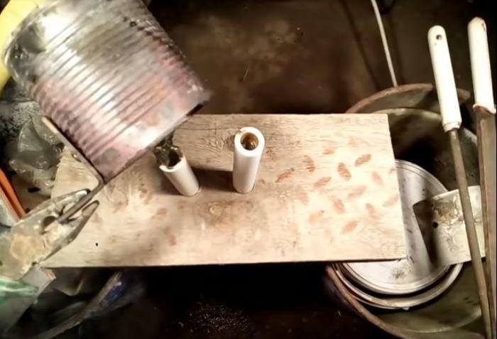Осуществляем литье. /Фото: youtube.com.