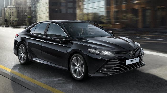 Седан тоже сойдет для путешествия, например Toyota Camry.