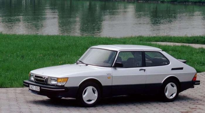 Saab 900 - популярный автомобиль из Швеции.